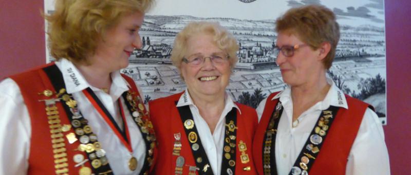 Gründerin und Ehrenvorsitzende von 1.SV Diana - Erika Fandrey-Rannenberg mit 1. Vorsitzenden Alexandra Wallmann und 2. Vorsitzenden Ute Schormann